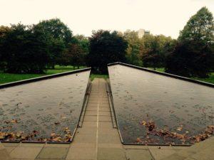 Monument érigé en l'honneur des Canadiens ayant combattus aux côtés de la Grande-Bretagne lors des deux Guerres Mondiales.